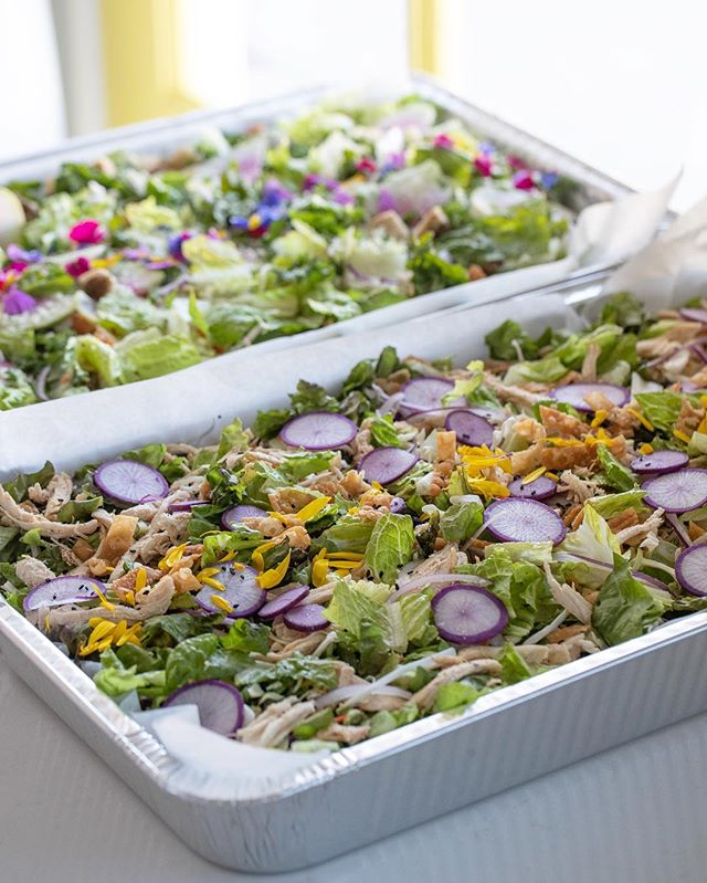 Looking for a cost-effective solution for catering? We offer drop-off and pick up! Food is delivered in aluminum trays decorated with produce and edible flowers from our family farm. With plenty of menus, there's something to please all. Click on the link in our bio to get more information! #LetsParty ⠀⠀⠀⠀⠀⠀⠀⠀⠀ #catering #caterer #events #wedding #weddings #weddingplanning #eventplanning #eaterla #eater #eatfamous #dinela #infatuation #infatuationla #buzzfeast #dailyfoodfeed #instafood #weddinginspo #weddingdesign #weddingday
