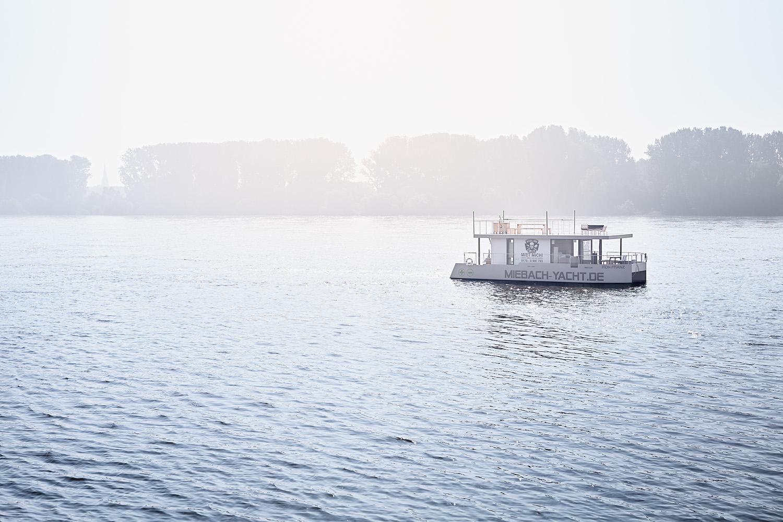 Architekturfotografie-Hausboot-Rhein-Koeln.jpg