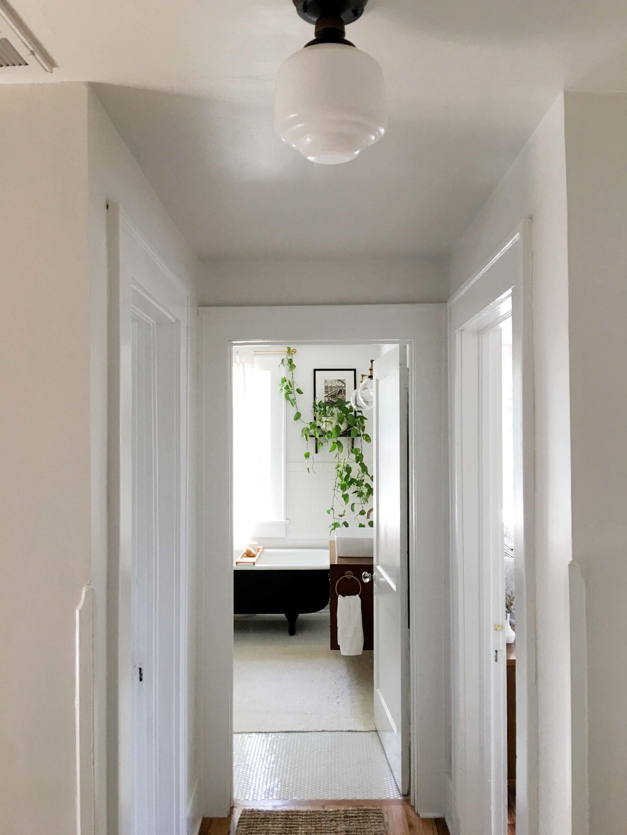 1920s-white-bright-bathroom
