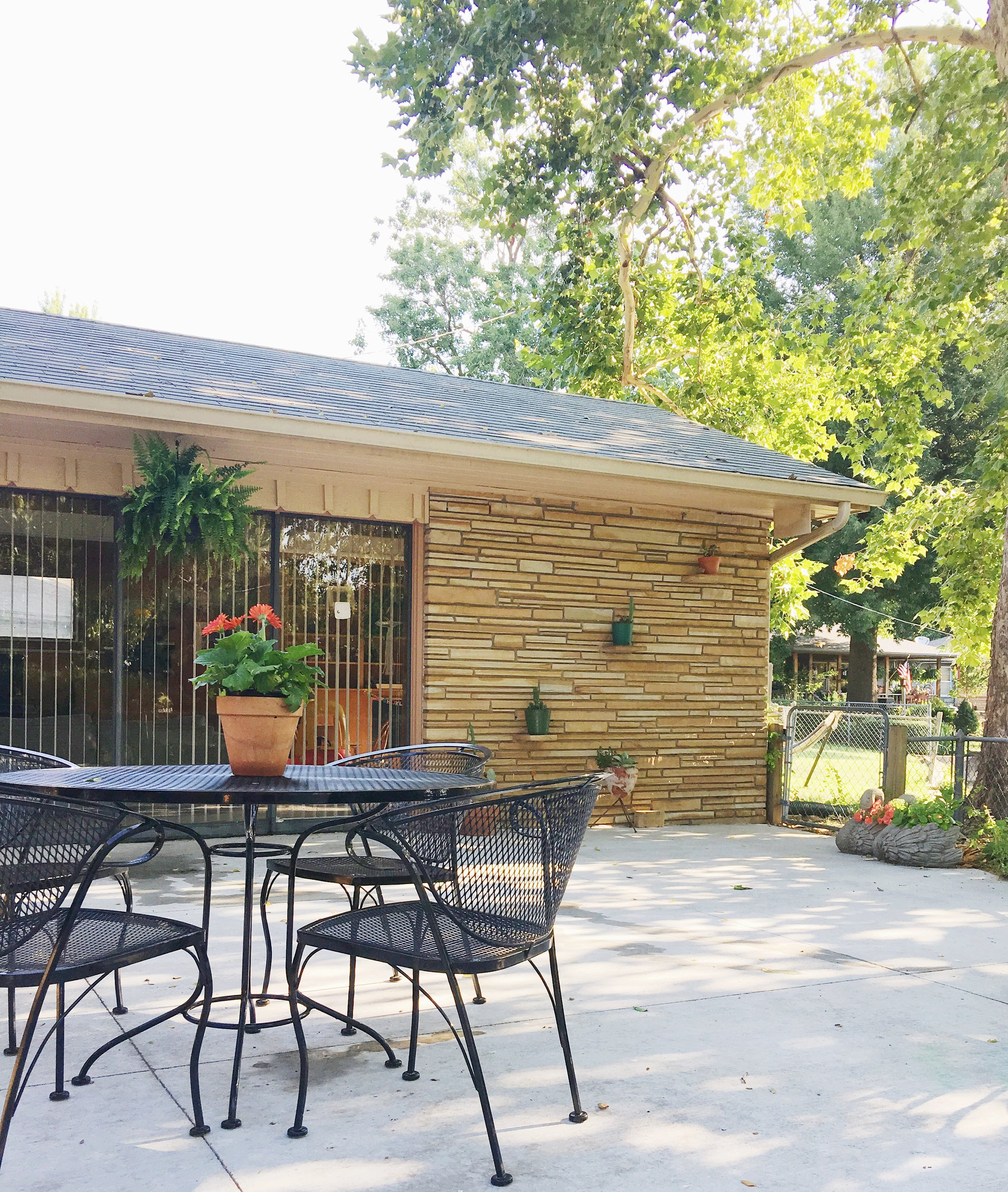 stone plant wall modern eclectic patio