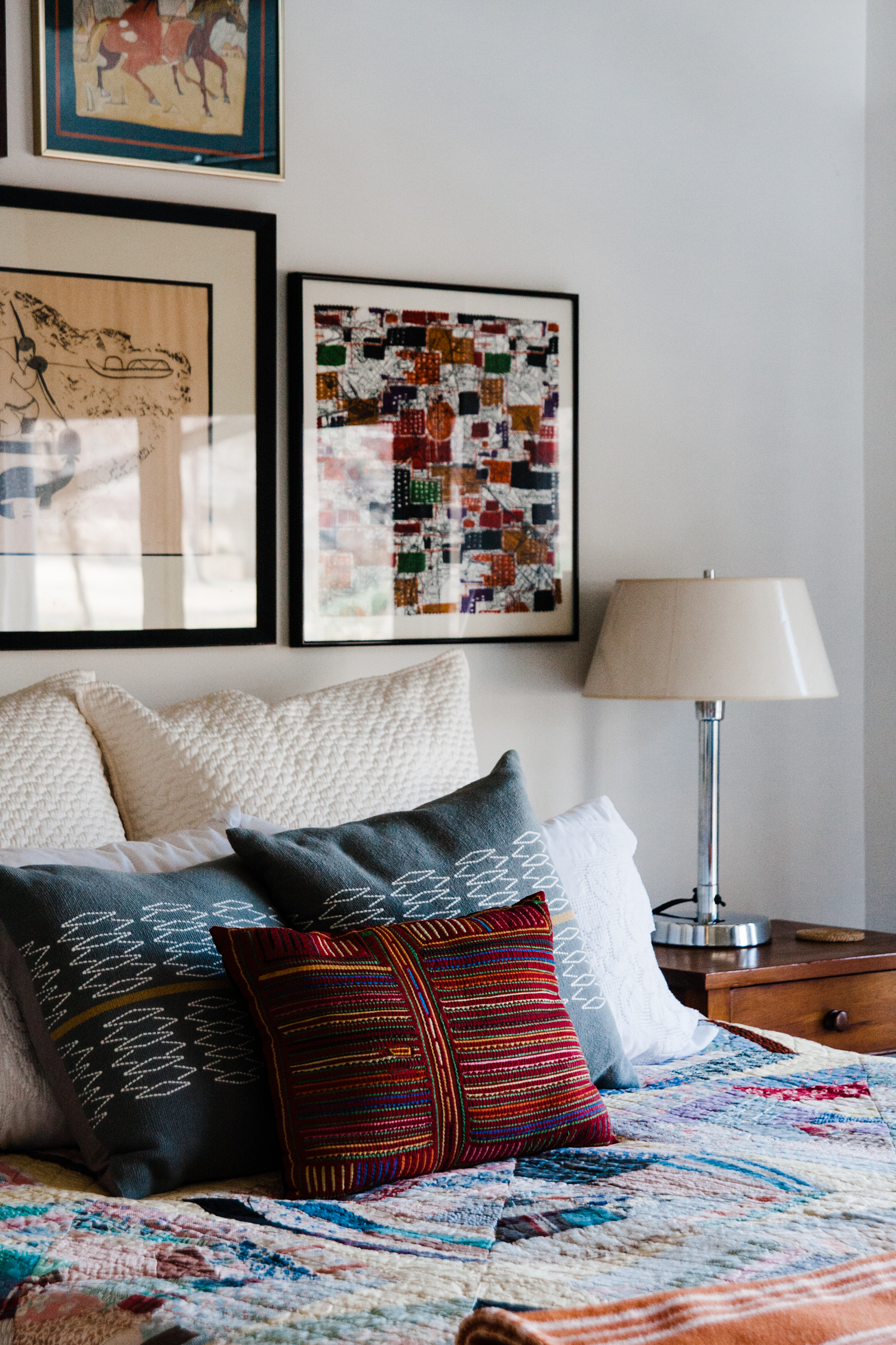 colorful+artfully+collected+bedroom.jpg