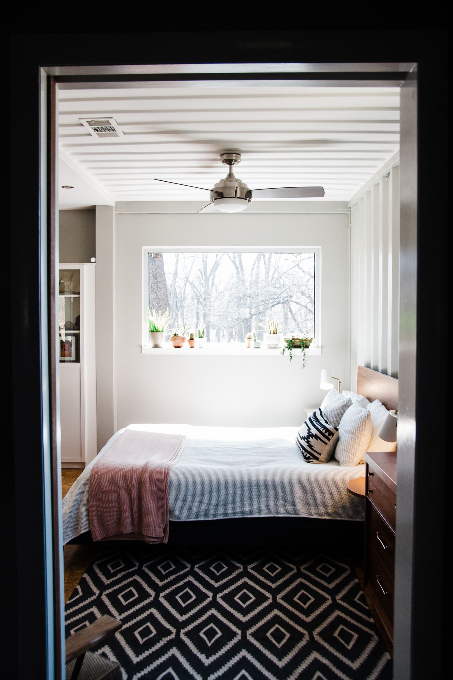 modern-bright-container-home.jpg