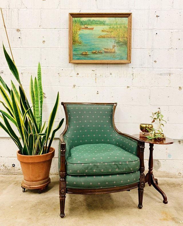 Dreamy green chair ready for love, just like the rest of us.     #oklahoma #oklahomablogger #tulsa #tulsaoklahoma #instatulsa #vintagetulsa #tulsavintage #shoptulsa #retroden #retrodentulsa #rdathome #lifeonabeautifulbackground #oldplusnew #shoptulsafirst #tulsashopping #shoplocaltulsa #shopsmalltulsa