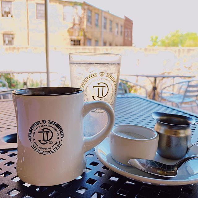 On weekends, we brunch! #junkditchbrewing #fortwayne #brunch #brunchtime #conjurecoffee #patioseason