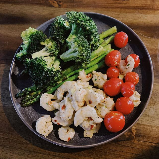 I haven't posted in a while and couldn't resist snapping a pic of dinner! Roasted shrimp and veggies! #HausofRyan #shrimp #dinnerisserved #eatyourveggies