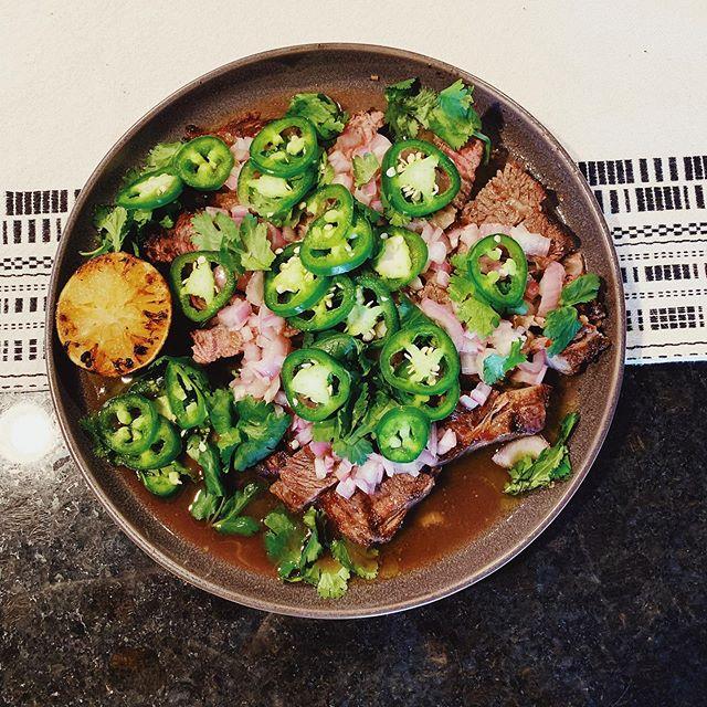 Hanger steak with charred limes, jalapeños, and a shallot vinaigrette from Antoni in the Kitchen! #hausofryan #hangersteak #dinnerisserved #dinnertime #grilledsteak #antoniinthekitchen