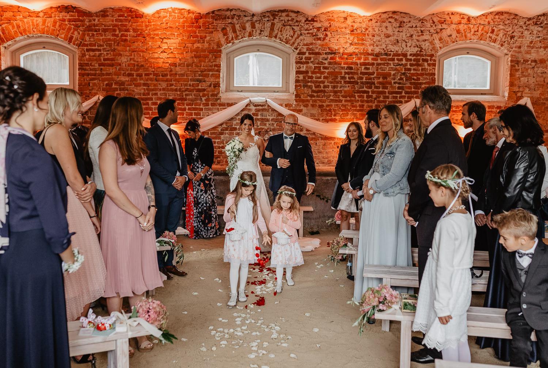 Christina-Hohner_Photography_Hochzeitslocation_Magical-Homes_Heroldstatt-35-von-65.jpg