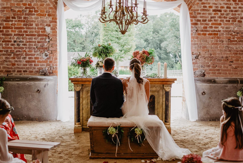 Christina-Hohner_Photography_Hochzeitslocation_Magical-Homes_Heroldstatt-36-von-65.jpg