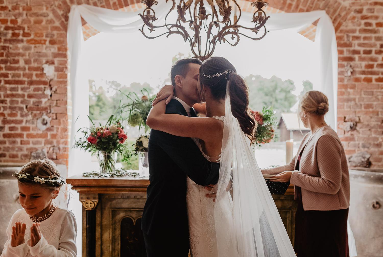 Christina-Hohner_Photography_Hochzeitslocation_Magical-Homes_Heroldstatt-42-von-65.jpg