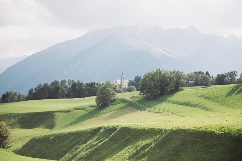kirche-graubuenden-schweiz-hochzeitsfotografin.jpg