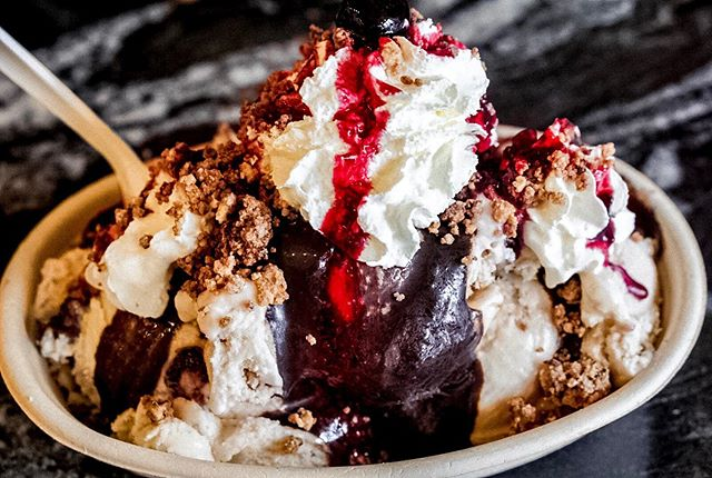 Our kind of happy hour...🍦 win a sundae for you and a friend! Did you know we craft all of our own toppings in house? Which funk is your favorite? Comment below and tag a friend and we will pick one winner on 5/8 for a free sundae at either our Hudson or Cambridge shop!