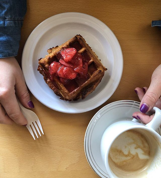 Cozy cafe vibes with homemade waffles and strawberry sauce 🍓😍
