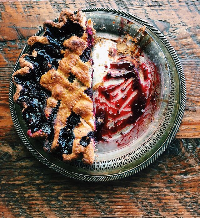 Marionberry Pie - Oregon's most famous berry makes for a damn great pie, if we do say so ourselves. 🙌🏼 - - - -  #laurettajeans #eater #eaterpdx #pdxnow #happeninginpdx #pie #piebakery #pieshop #pieforbreakfast #piegoals #springtime #pdxbrunch