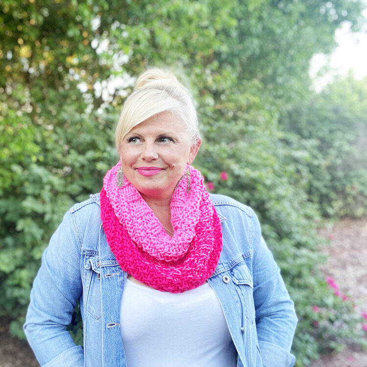 Who wouldn't love this stylish warming gift to keep you cozy this fall and winter while still looking great? This Roxy easy knit cowl pattern by Kristin Omdahl can be created in any color of the rainbow to fit the recipient perfectly.