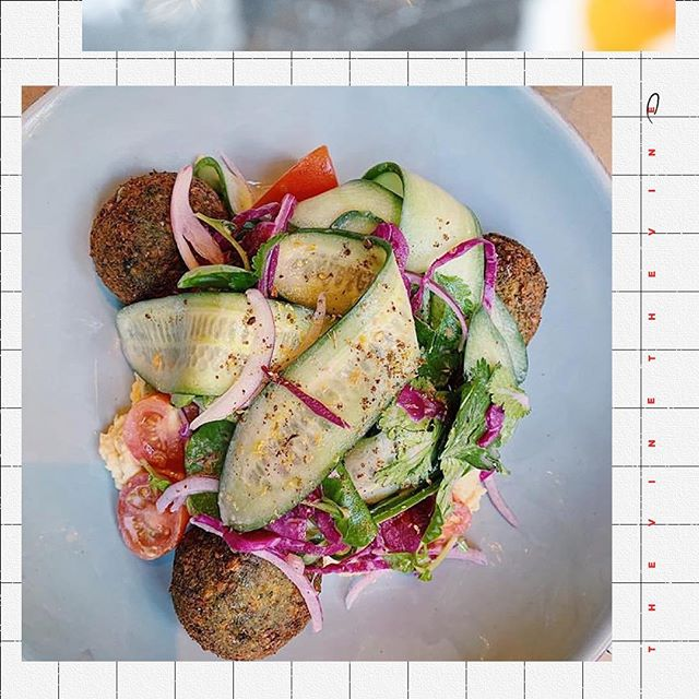 Don't forget your greens 🌿 Falafel, hummus + cucumber-tomato salad + pickled cabbage + fresh herbs.  c/o: @chatsandchai