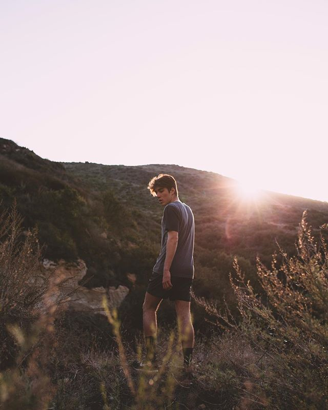 before dusk, hiking into the canyon, surrounded nothing but hills. it's moments like these that I remember most. ⚡️