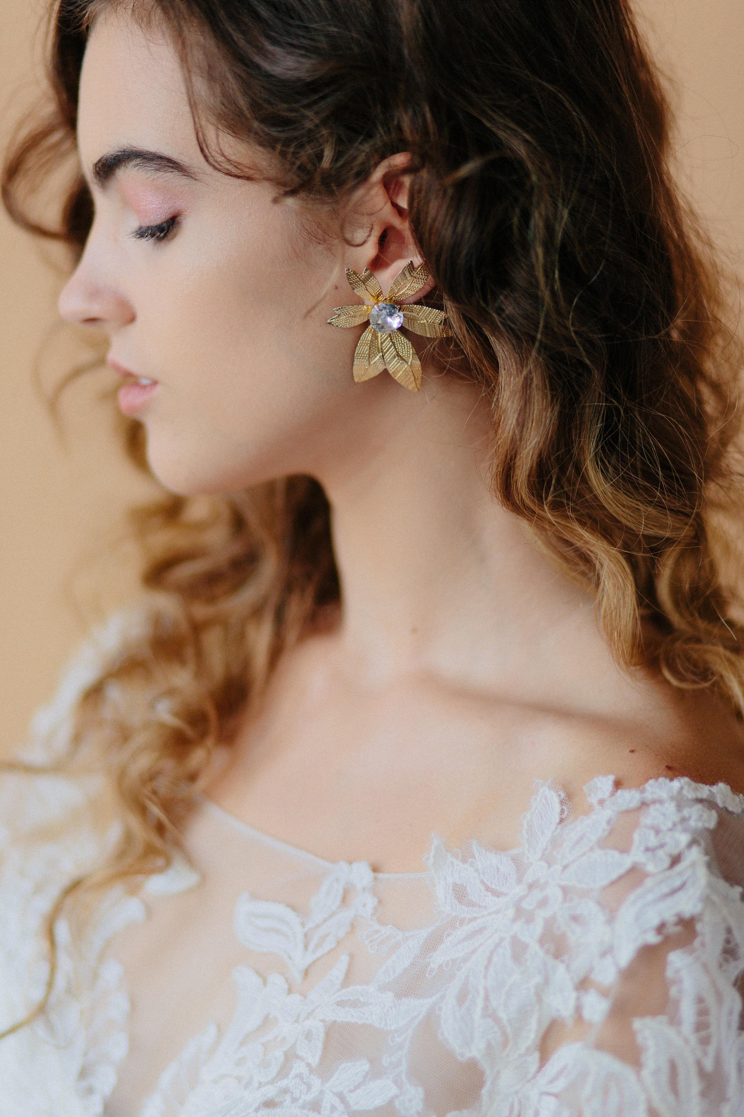 Model: Amy | Dress:  Bel Fiore Bridal  | Earring: Vintage | Hair & Makeup:  Corianne Elizabeth Beauty  | Photography:  Michelle Scott Photography