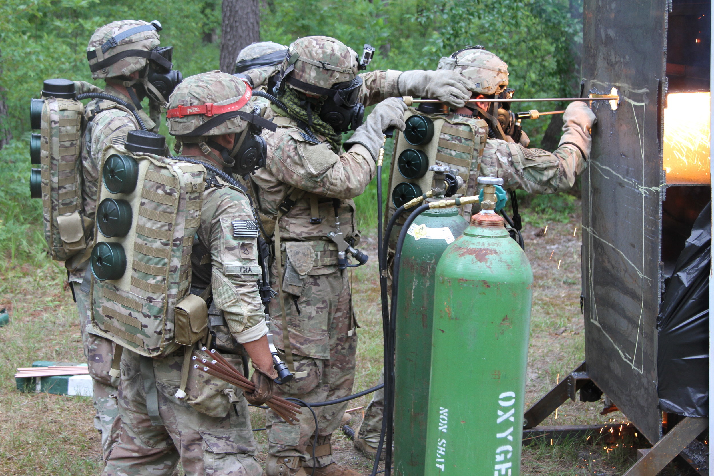 United States (6 June 2019): Paratroopers assigned to 37th Brigade Engineer Battalion, 2nd Brigade Combat Team, 82nd Airborne Division conduct simulated subterranean breaching techniques and CBRN Training using hybrid PAPR/SCBA systems. (Source: DVIDSHUB, SSG Anthony Johnson, 2nd BCT, 82nd Airborne Division Public Affairs)