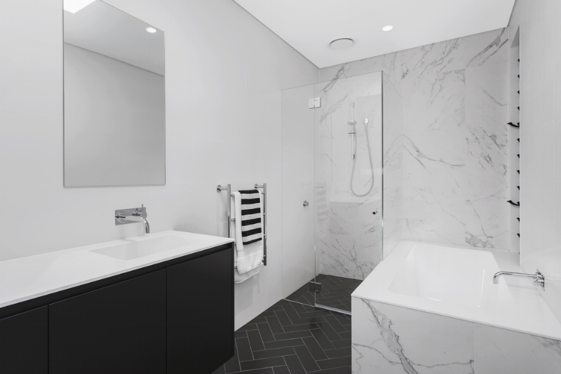 Carranya_Road_5_Riverview_(Bathroom_2).jpg