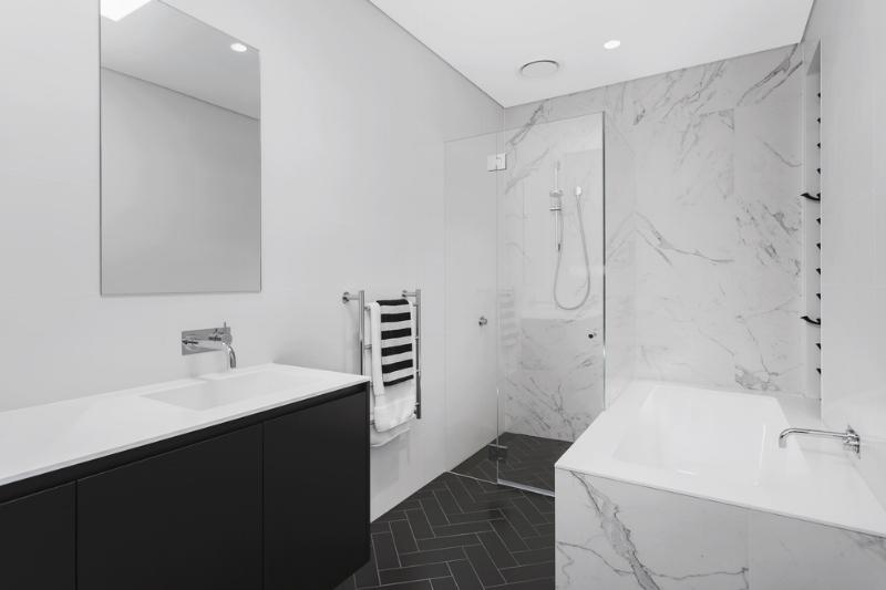 Carranya_Road_5_Riverview_(Bathroom_2).jpg