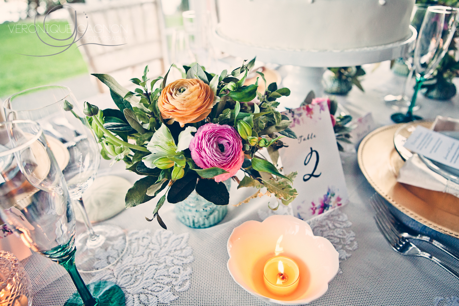En Vied Events  decor,  A Sea of Bloom  flowers and  Tuktu Paper Co.  for a perfect wedding decor.
