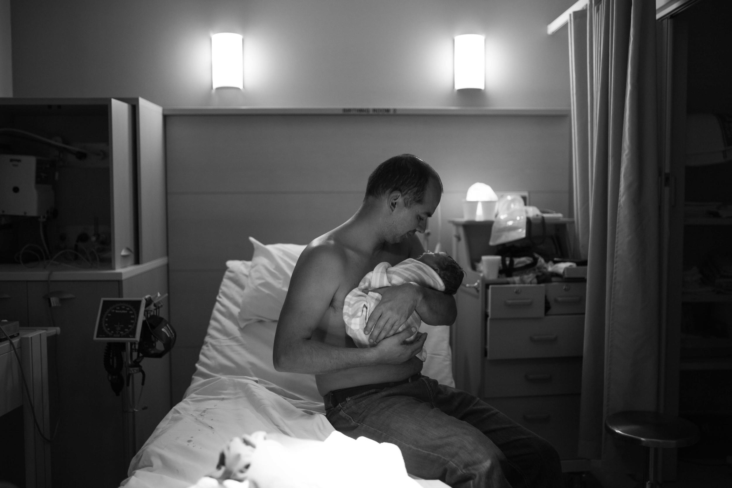 THEFIRSTHELLO - birth photography-4.jpg