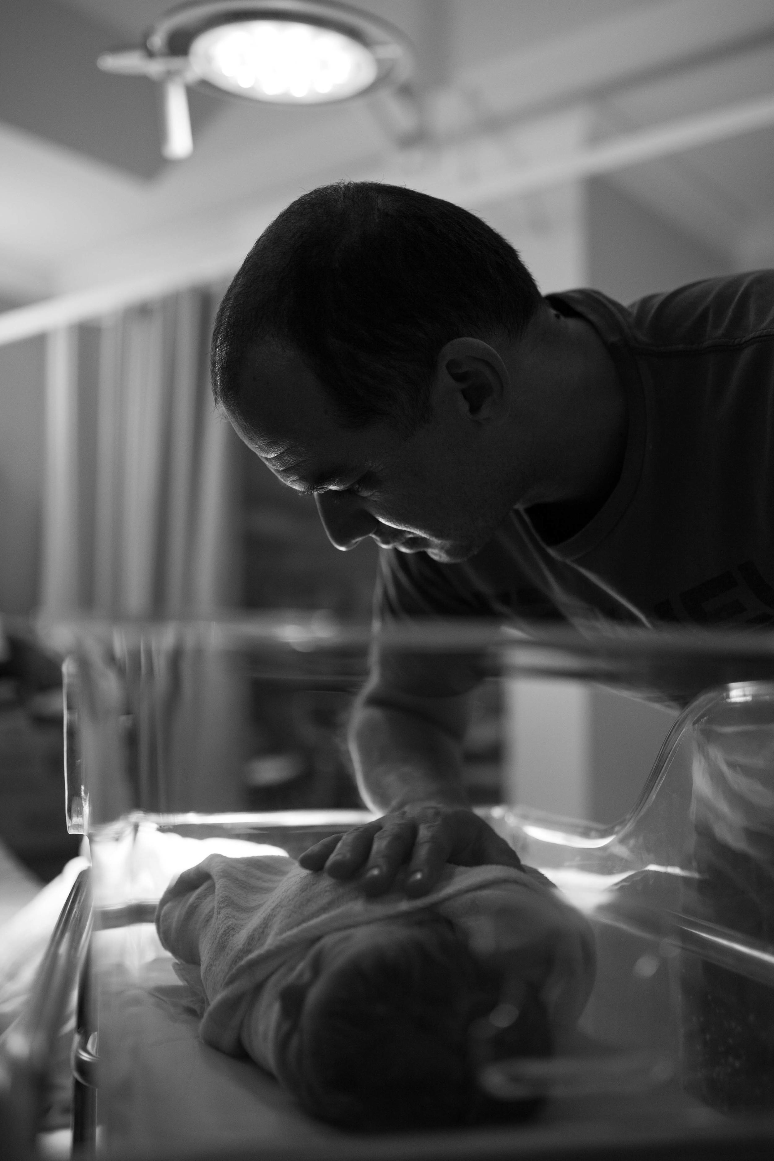 THEFIRSTHELLO - birth photography-11.jpg