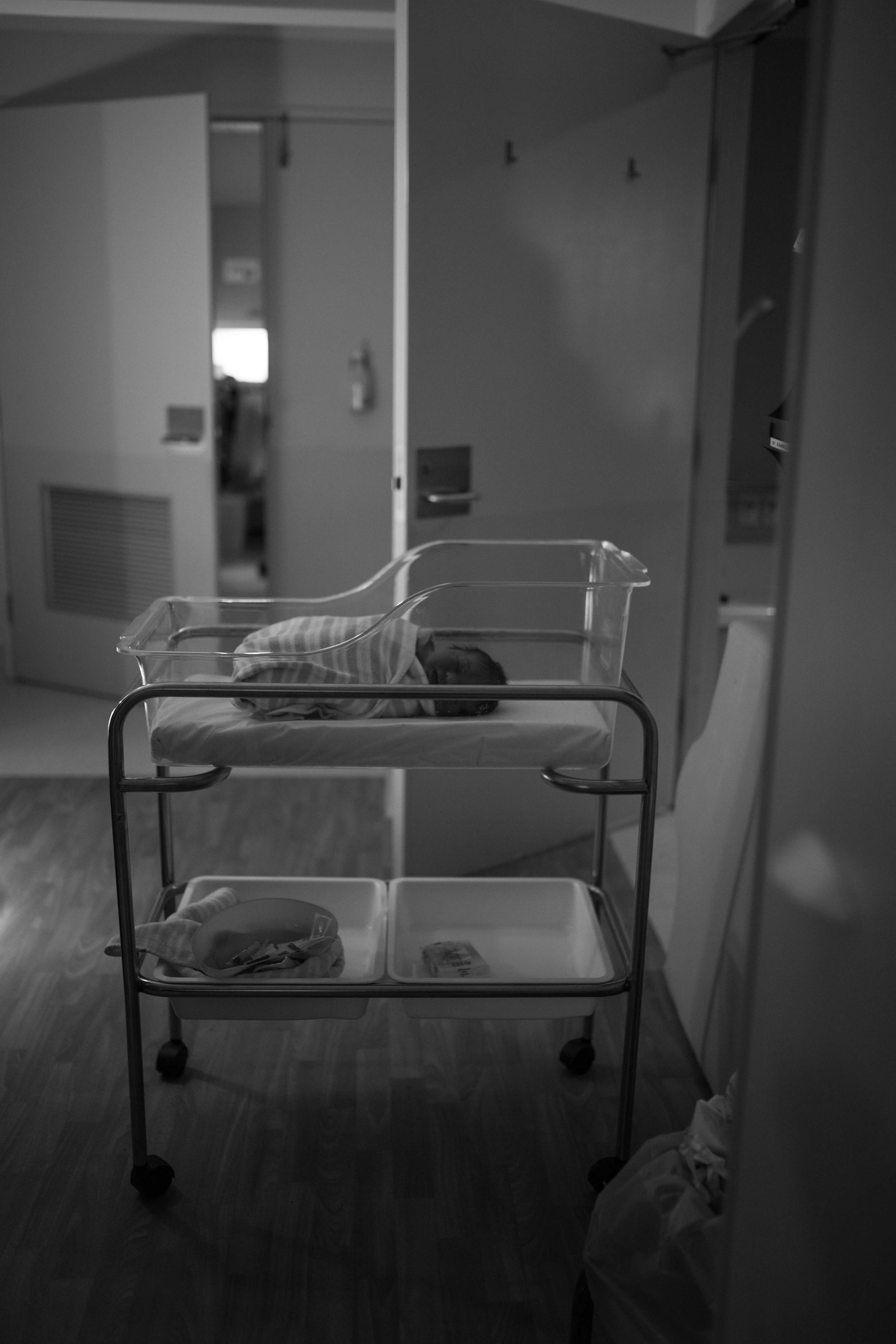 THEFIRSTHELLO - birth photography-16.jpg
