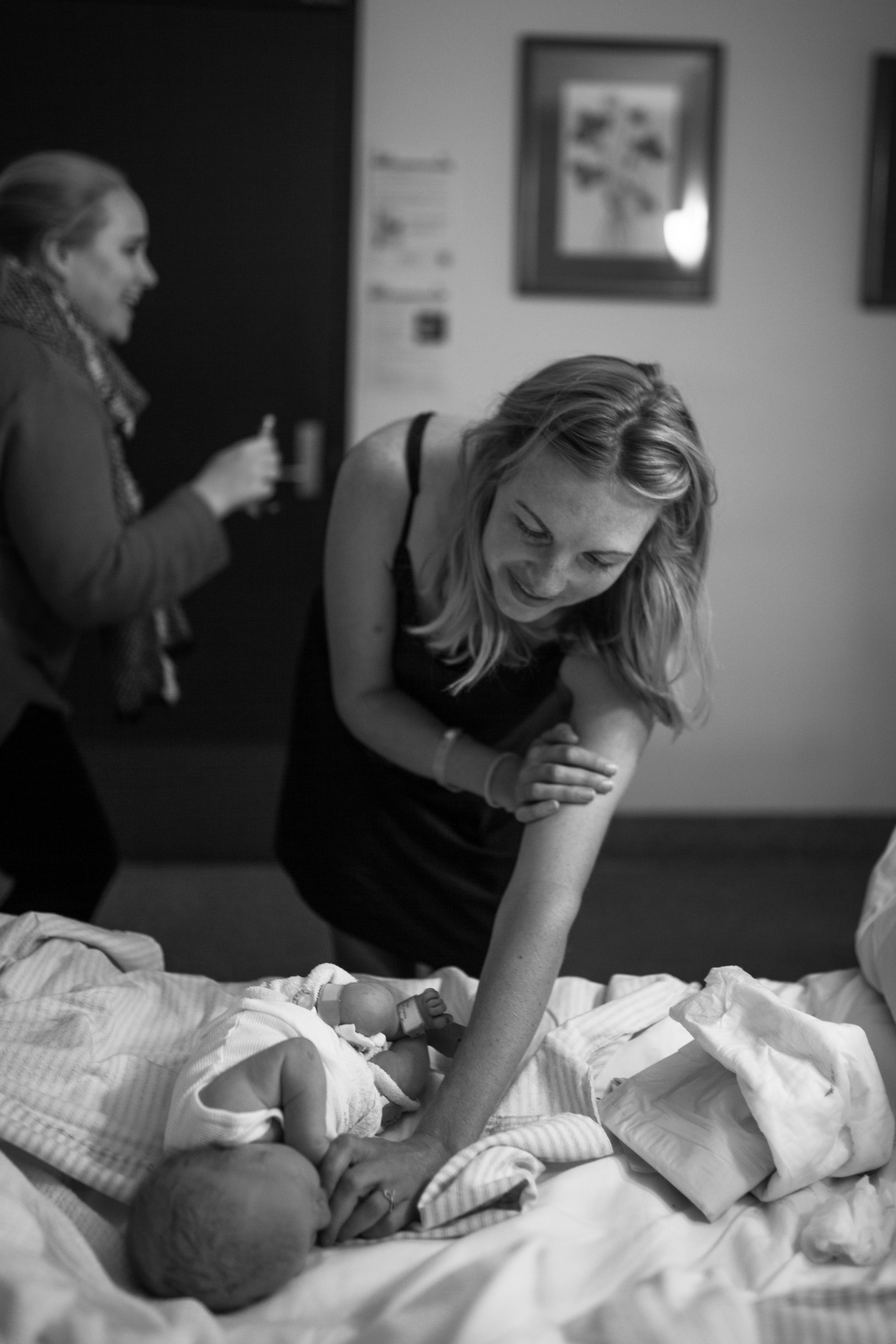 THEFIRSTHELLO - birth photography-20.jpg