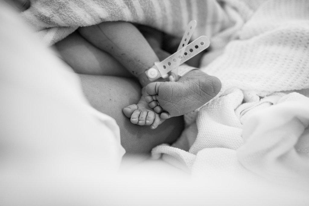 THEFIRSTHELLO-birthphotography-97.jpg