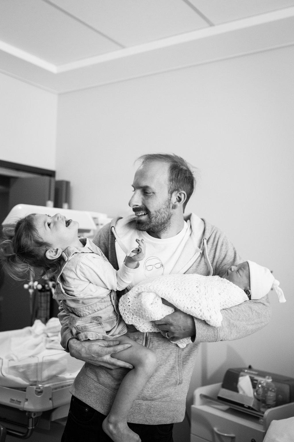 THEFIRSTHELLO-birthphotography-189.jpg