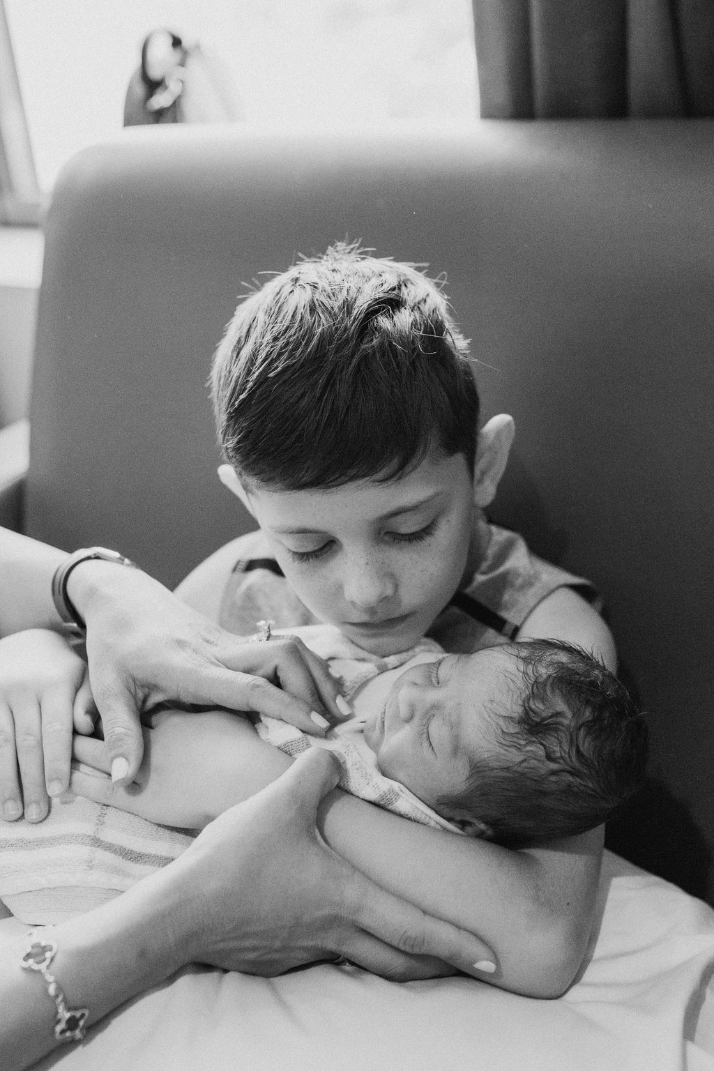 THEFIRSTHELLO-birthphotography-9.jpg