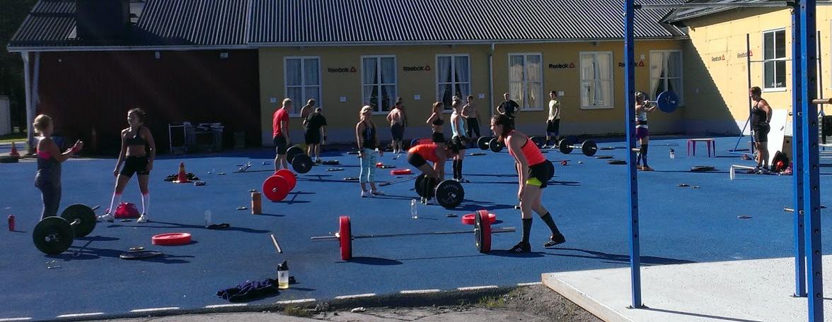 360 m2 tartanyta för träning utomhus sommartid.
