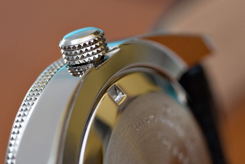 Close up of a Seiko divers watch with knurling on the crown and bezel