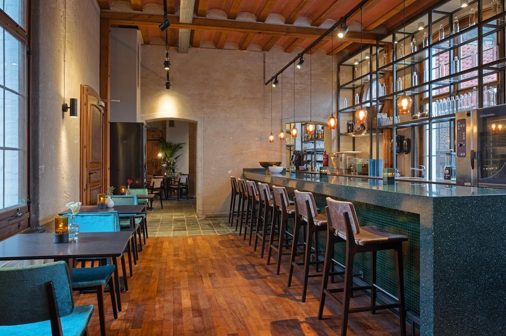 Bars_and_Restaurants_10.jpg