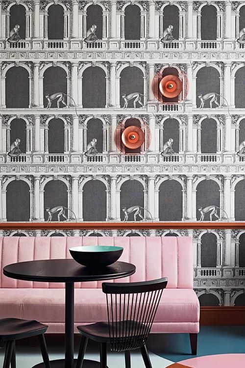 Hand-blown-glass-Siren-Wall-Light-Tempo-Living-Room.jpg