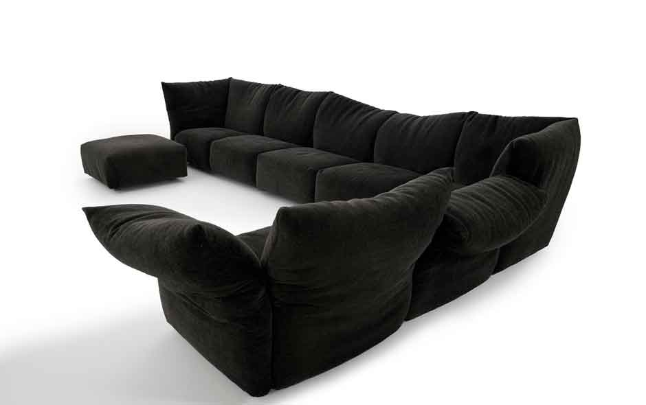 1/2 Following in the footsteps of the Flap sofa, the Standard sofa by Francesco Binfaré was launched at the Milan Furniture Fair this year by Edra.