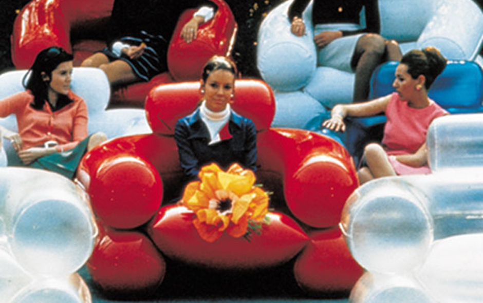 A '60s era pop design icon, the Zanotta Blow inflatable armchair was designed in 1967 by Jonathan De Pas, Donato D'Urbino and Paolo Lomazzi (with Scolari). The first Italian inflatable design object, soon became the symbol of the new free and light style of the era.