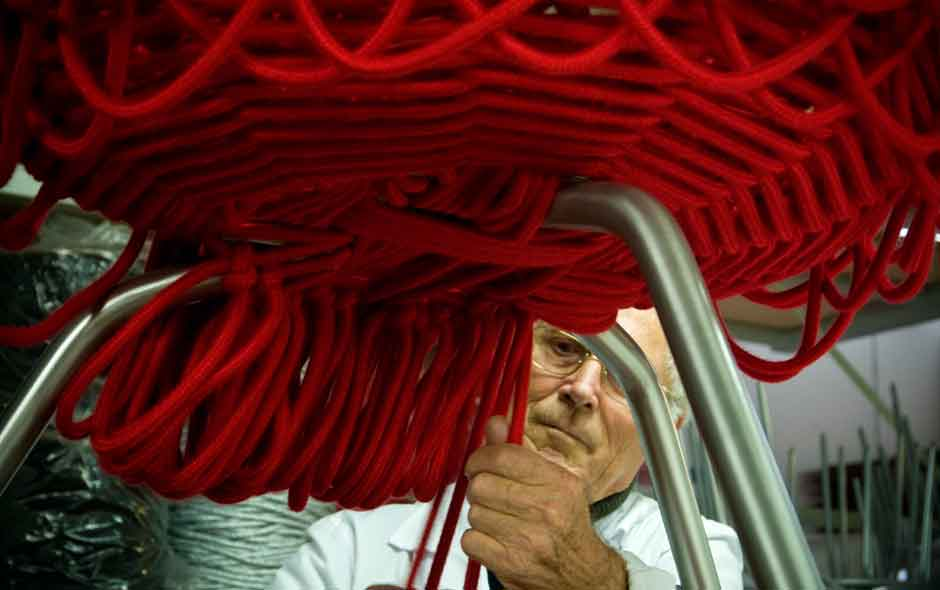 5/20 The Vermelha began with a VHS tape showing the Campanas in their São Paulo studio transforming 500 metres of rope into a chair by weaving and knotting.