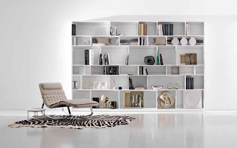 4/4 The Flat C storage system designed by Antonio Citterio also involves a broad range of shelf combinations for maximum flexibility.