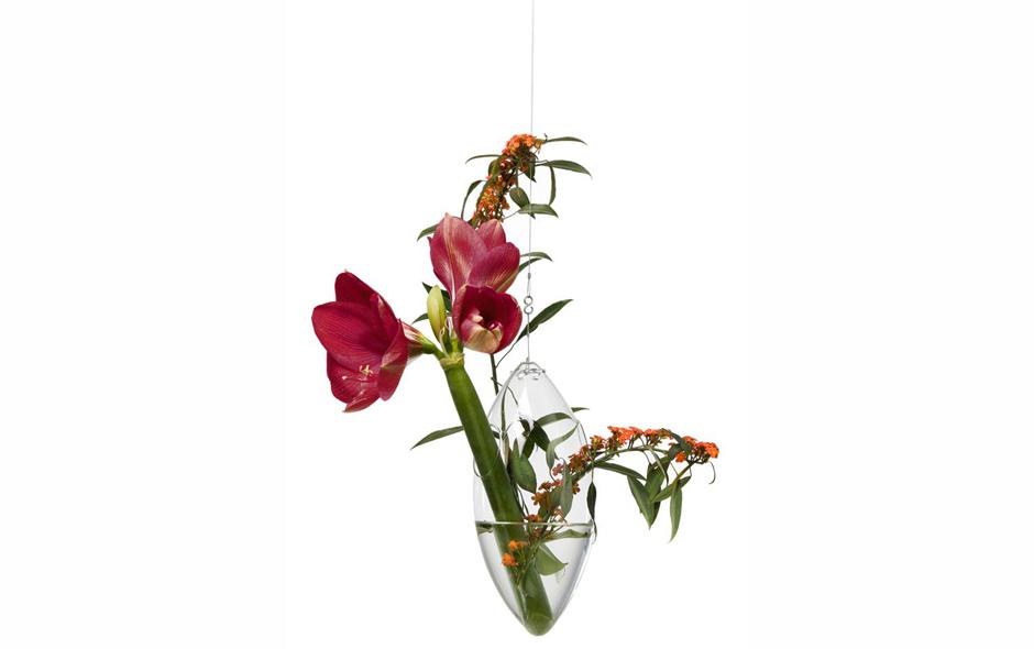 4/6 The Windfall hanging vase by Tsé & Tsé.