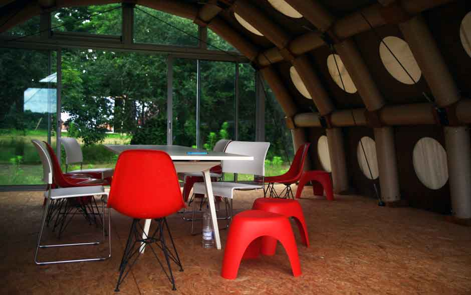 6/11 The garden pavilion designed by Maarten Baas.