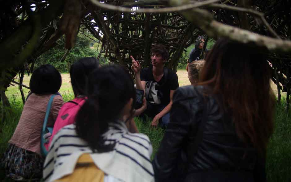 7/11 One of the workshop discussions takes place in a shelter made from loose branches collected from the estate.