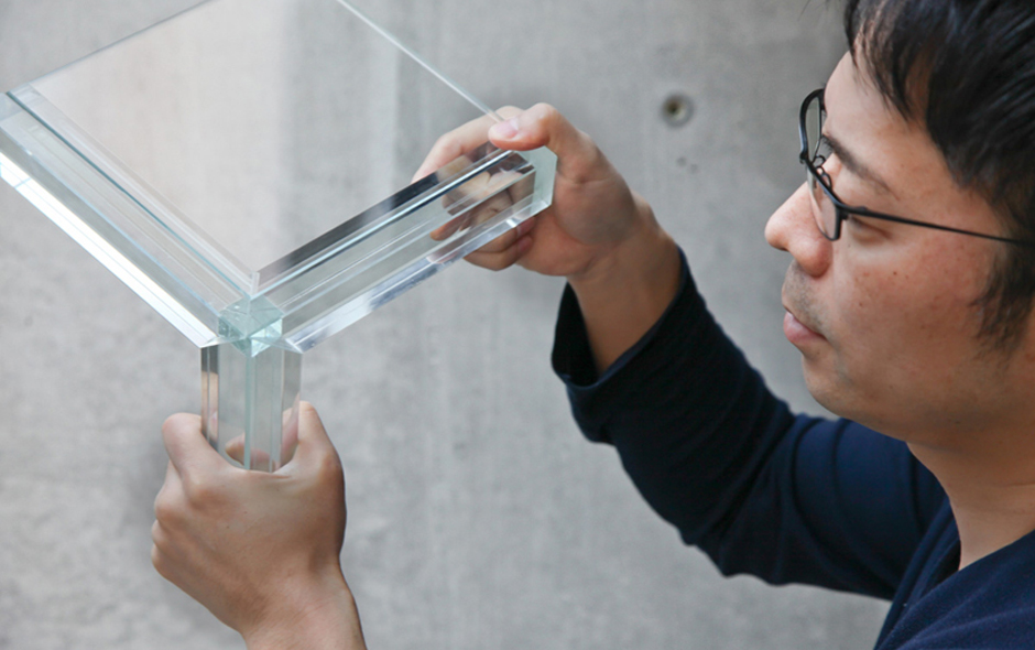 1/3 Tokujin Yoshioka collaborated with Glas Italia this year producing the lighter than light Luminous table.