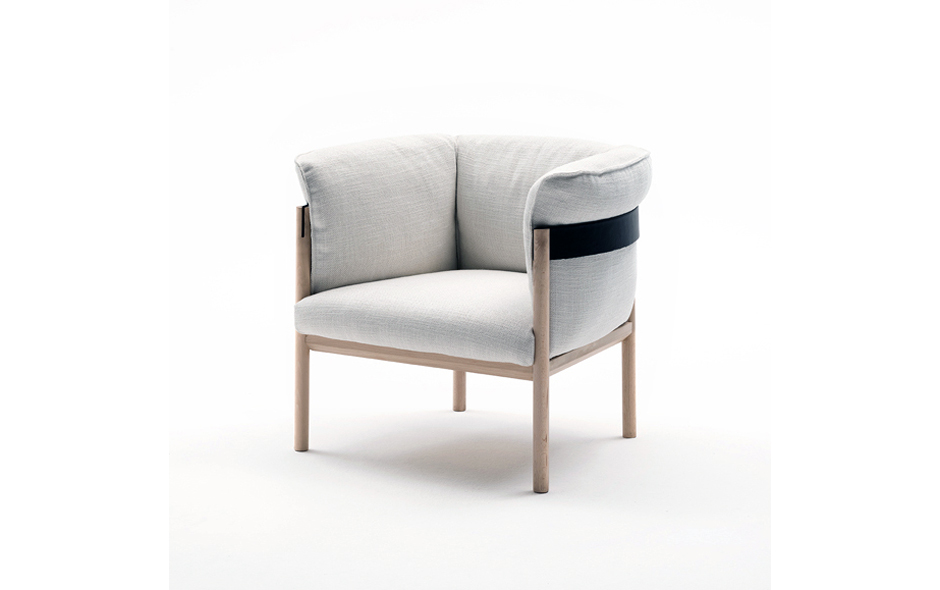 5/11 The Casta armchair designed by LucidiPevere.