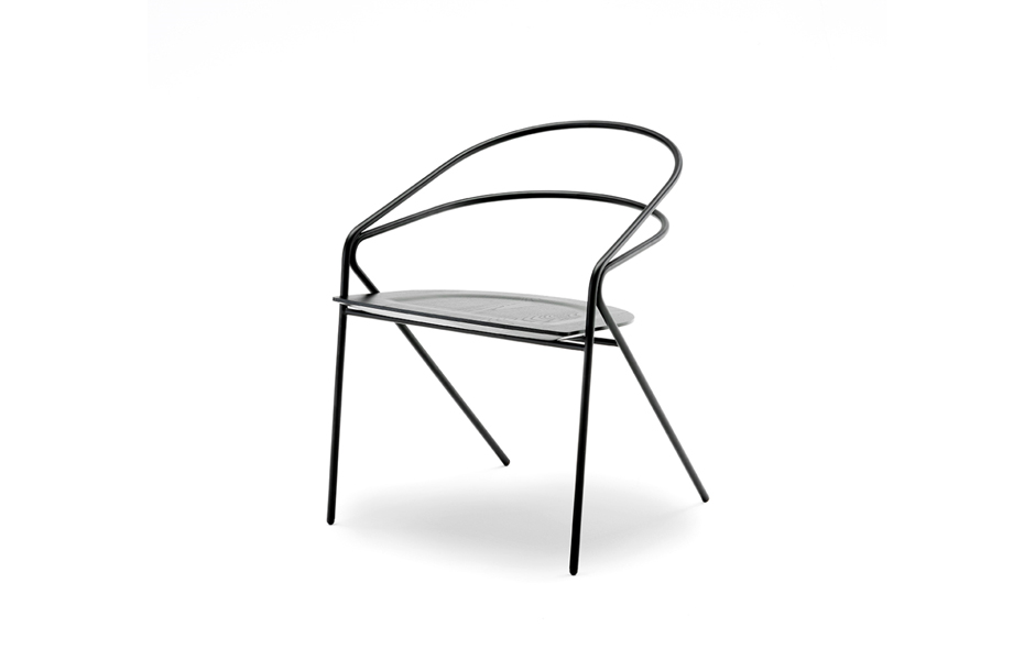 3/11 George's chair in its simplest form – the 'light' version emphasising the graphic character of the black lacquered steel frame.