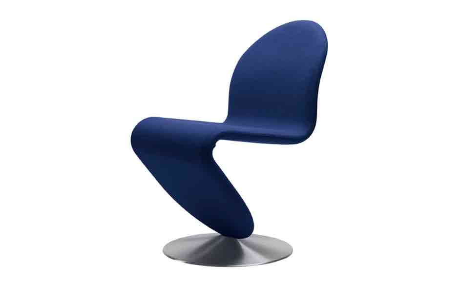 4/7 The classic Verner Panton System 123 lounge chair (standard) designed in 1973.