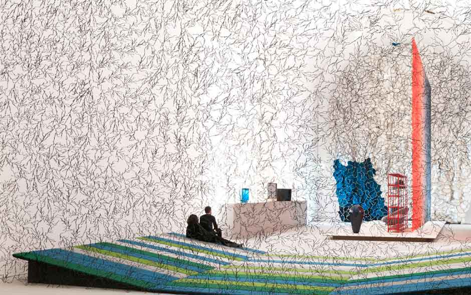 3/6 A huge screen made with the Bouroullec's Algue for Vitra tempers the interior space.