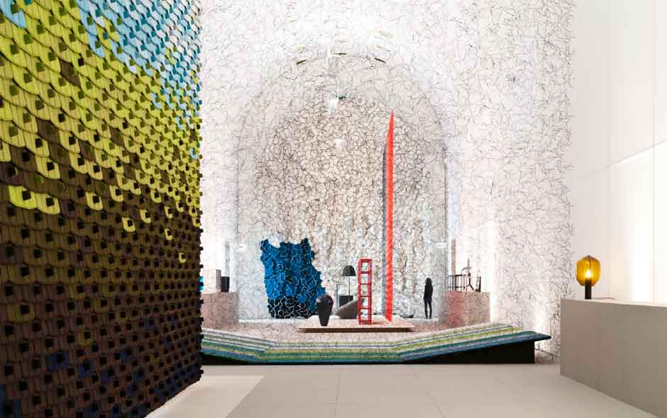 2/6 The exhibition is designed around the Arts Décoratifs nave framed by a gigantic textile wall and designs including Algues and Twigs.