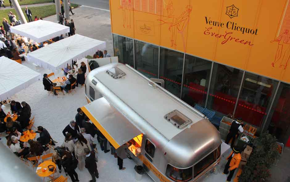 6/11 A supporter of international designers, French brand Veuve Cliquot held the Evergreen event at Zona Tortona.